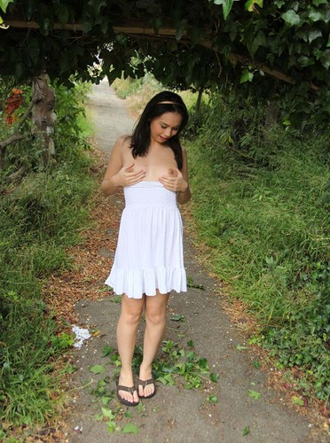 Asian Hot Bugil Out Door